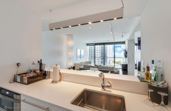 2201 Collins Ave #815
