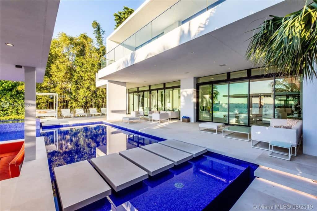 Luxury mansion for sale in Miami Beach: 5004 N Bay Rd, Miami Beach, FL 33140